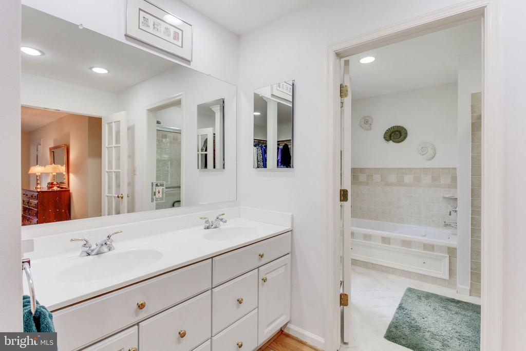 Double vanity sinks and door to bath - 7710 FALSTAFF CT, MCLEAN