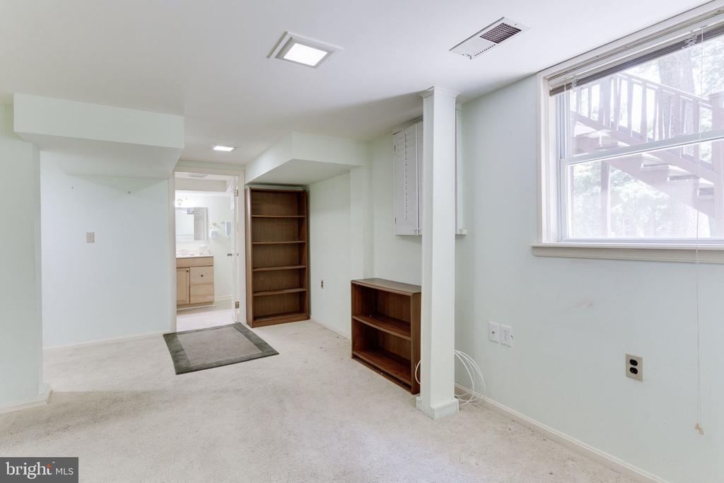 Guest bedroom 5 is adjacent to recreation room - 7710 FALSTAFF CT, MCLEAN