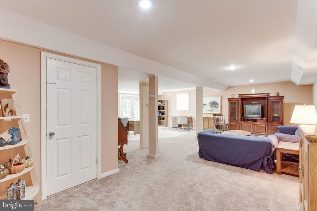 View to lower level recreation room - 7710 FALSTAFF CT, MCLEAN