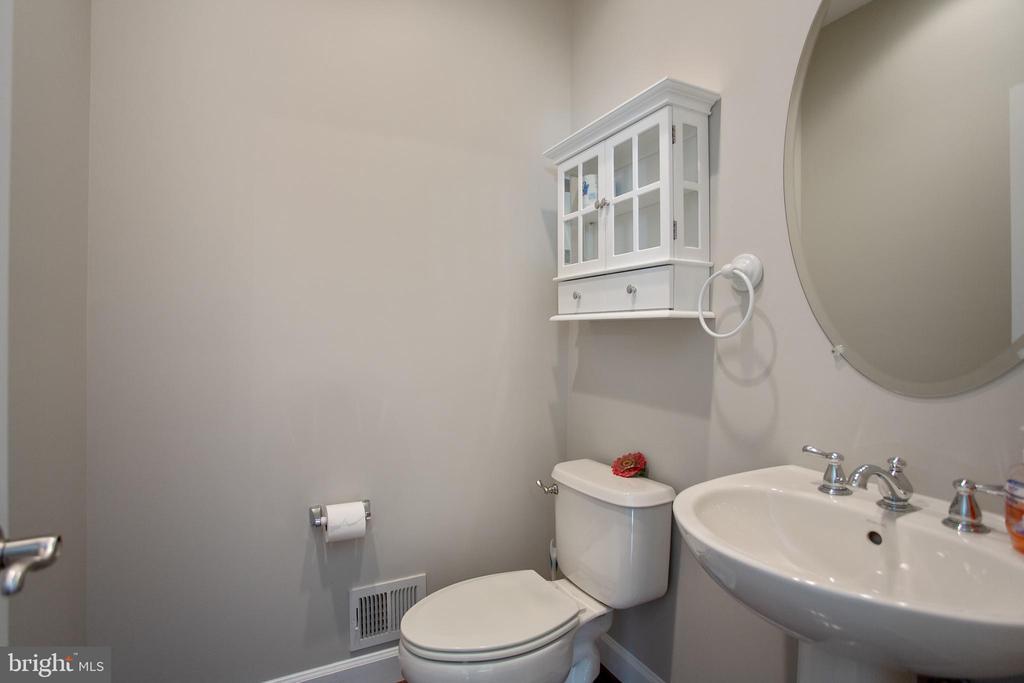 Powder rm - half bath - 42461 TOURMALINE LN, BRAMBLETON