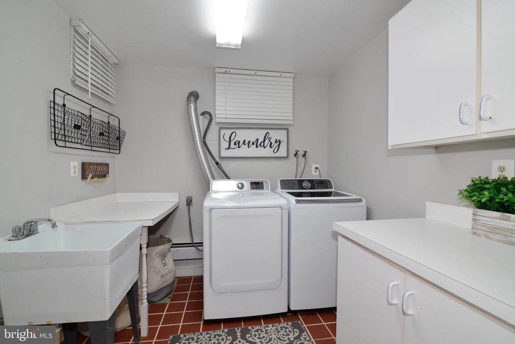Laundry - 13934 MOUNTAIN RD, HILLSBORO