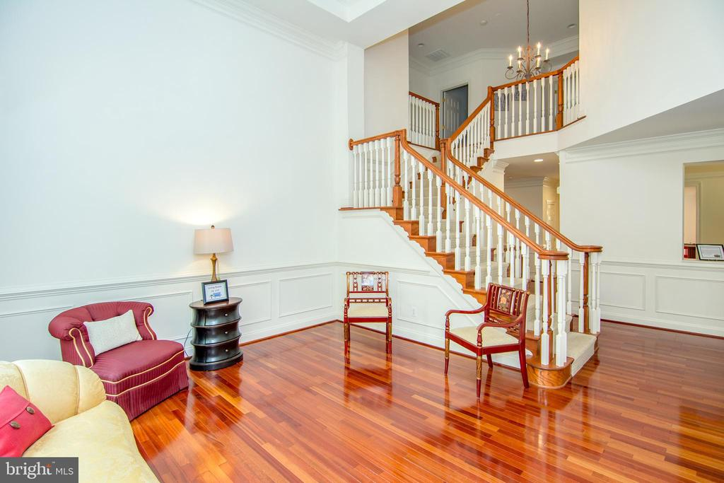 Great Brazilian hardwood main level - 2374 JAWED PL, VIENNA