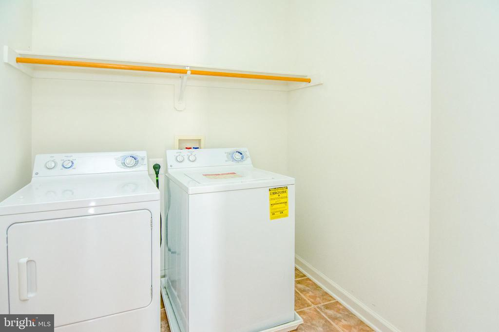 Upper level laundry room to service all bedrooms - 2374 JAWED PL, VIENNA