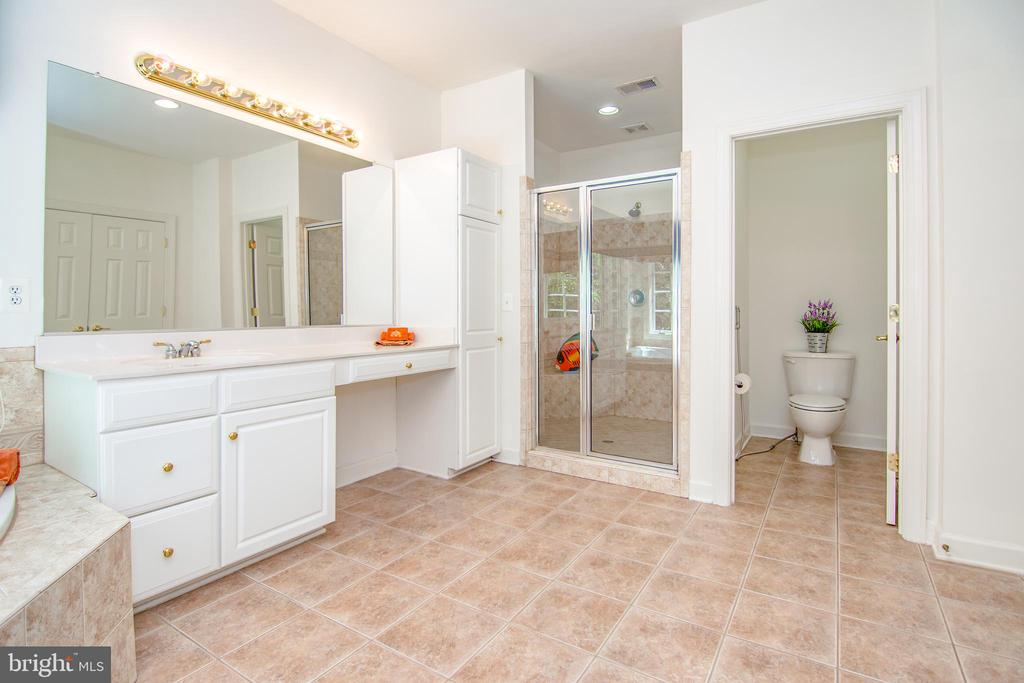 Master bath with separate commode room for privacy - 2374 JAWED PL, VIENNA