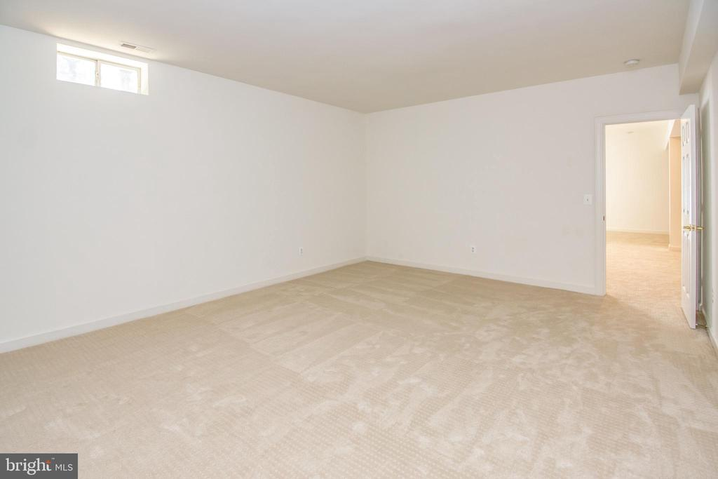 Basement finished den / bonus room - 2374 JAWED PL, VIENNA