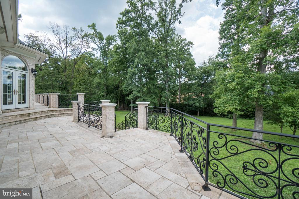 Large, inviting terrace overlooking backyard - 10120 COUNSELMAN RD, POTOMAC
