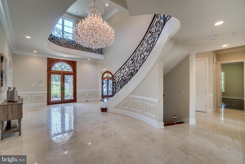 Elegant Chandelier and foyer - 10120 COUNSELMAN RD, POTOMAC