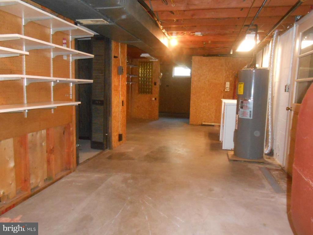 unfinished side of basement - 11228 ANGLEBERGER RD, THURMONT