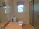 full hall bath - 11228 ANGLEBERGER RD, THURMONT