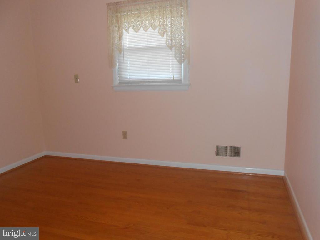 1 of 3 bedrooms - hardwood floors - 11228 ANGLEBERGER RD, THURMONT