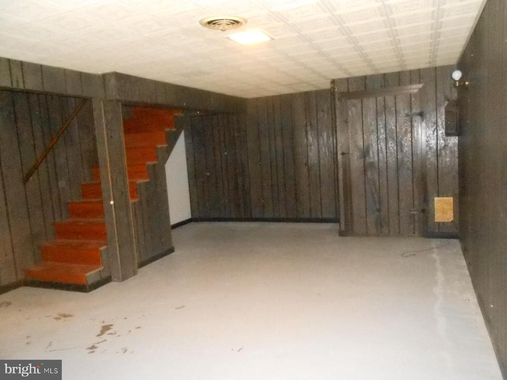 stairs from upper level down to the basement - 11228 ANGLEBERGER RD, THURMONT