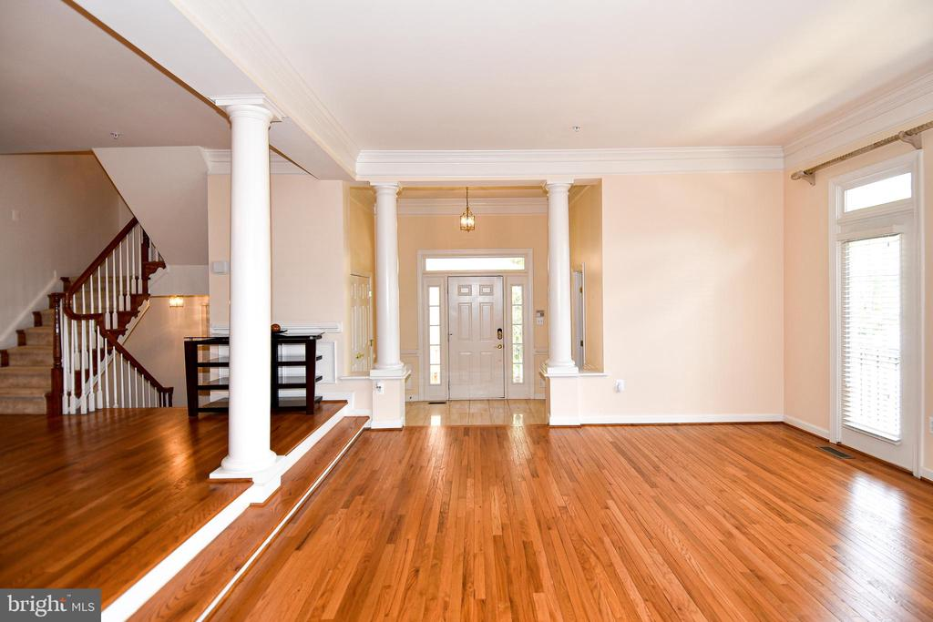Hardwoods thru the main level - 1850 BRENTHILL WAY, VIENNA