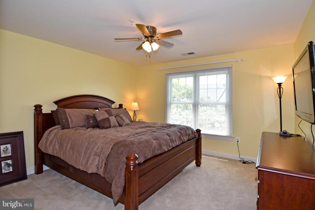 3rd bedroom also roomy & bright - 1850 BRENTHILL WAY, VIENNA
