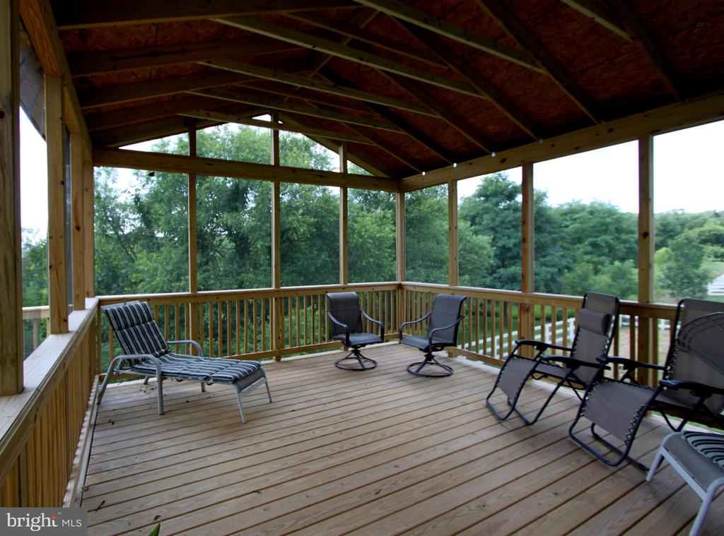 Screened in Porch - 16901 EVENING STAR DR, ROUND HILL