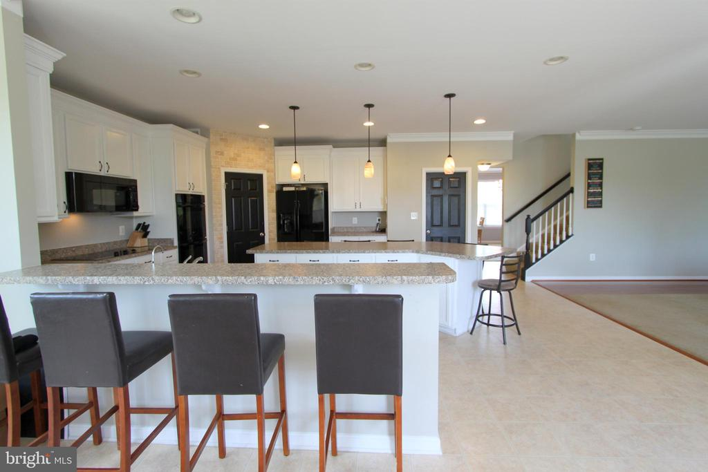 Breakfast Bar Peninsula for additional seating - 16901 EVENING STAR DR, ROUND HILL