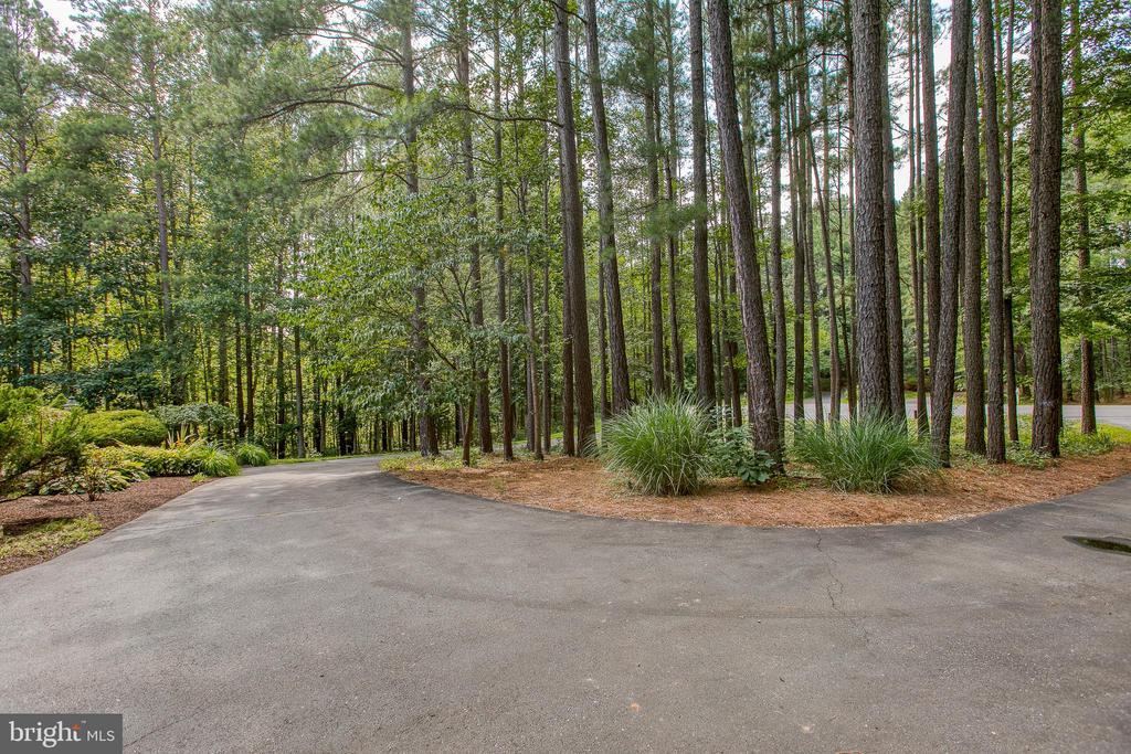 Circular driveway - 27 MERIDAN LN, STAFFORD