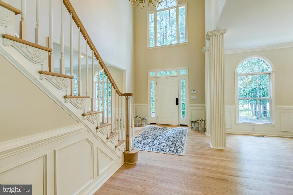 Foyer with windows, windows, windows!!!! - 27 MERIDAN LN, STAFFORD