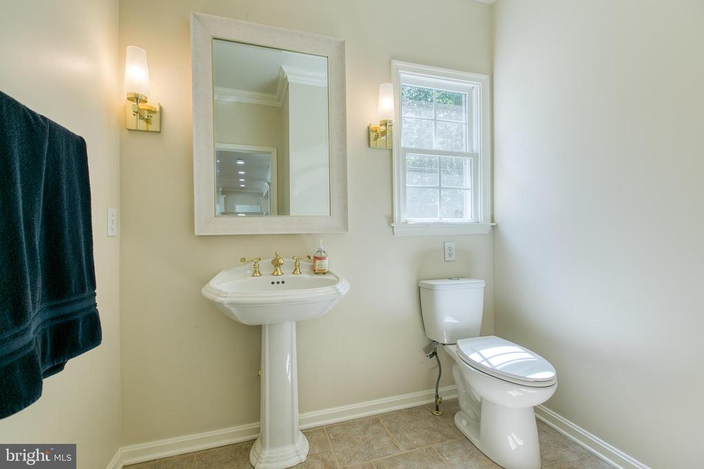 Half bath on main level - 27 MERIDAN LN, STAFFORD