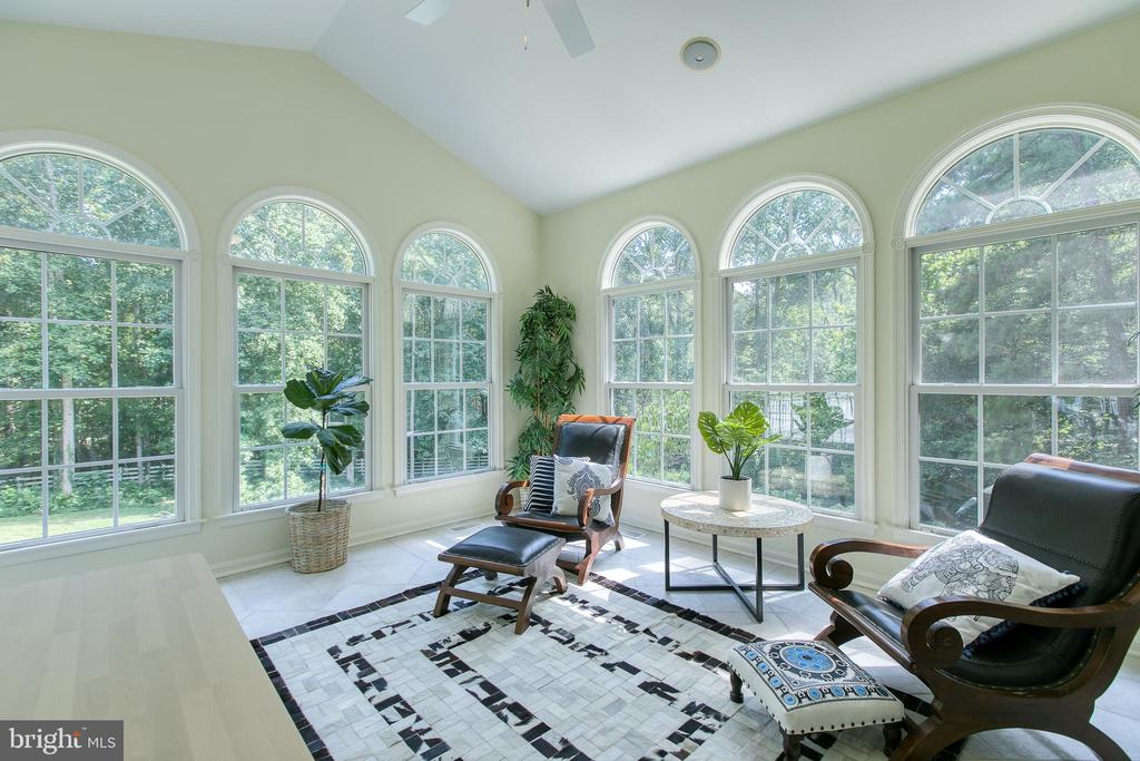 Sunroom/Florida room-soak up the natural light - 27 MERIDAN LN, STAFFORD