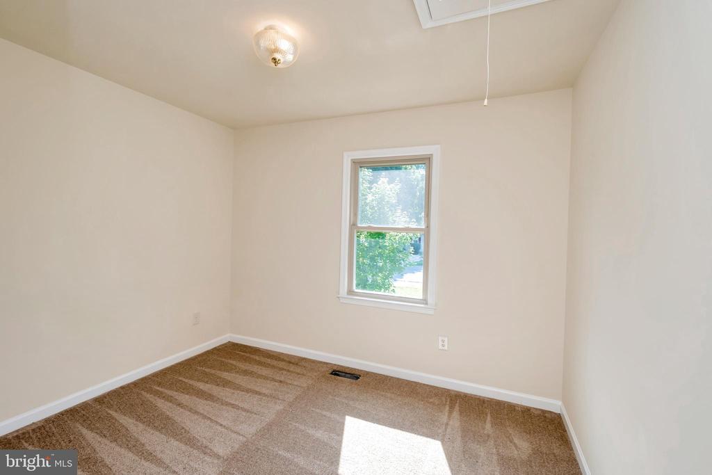 bedroom with pull down attic - 10620 HOLLEYBROOKE DR, SPOTSYLVANIA