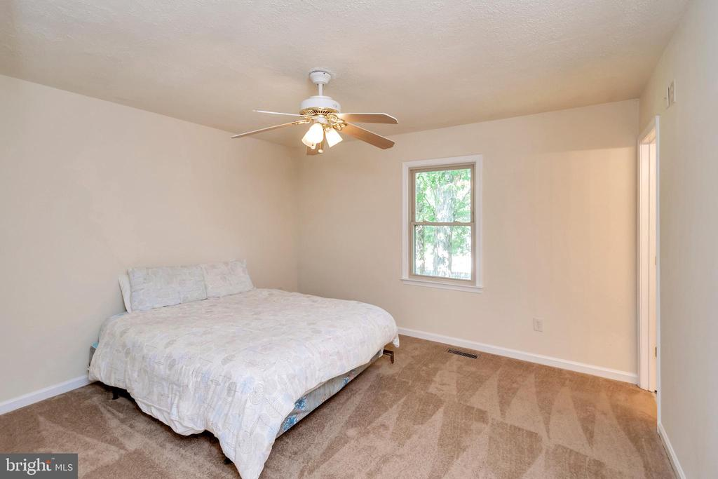 Master bedroom - 10620 HOLLEYBROOKE DR, SPOTSYLVANIA