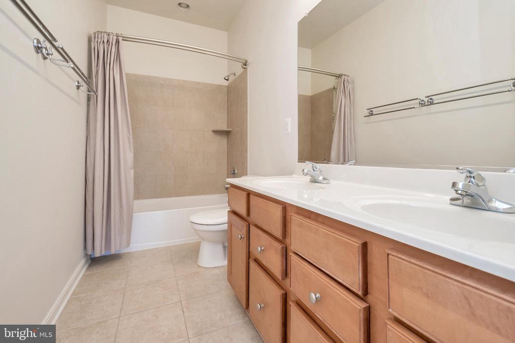 Guest bath - 31 GALLERY RD, STAFFORD
