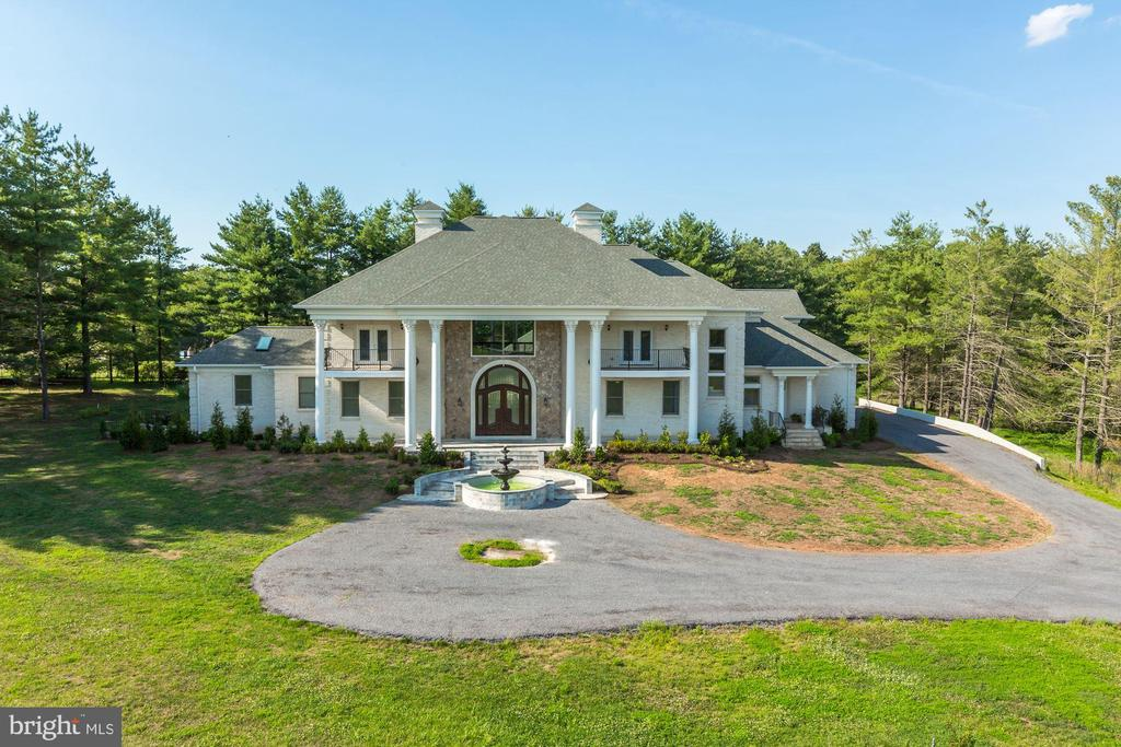Stunning Estate Home - 39926 NEW RD, ALDIE