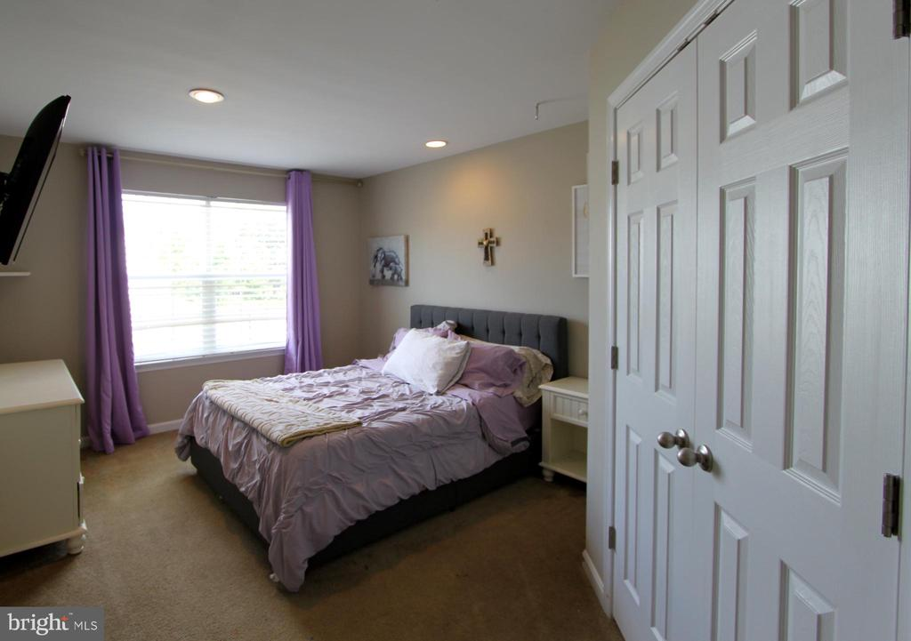 Bedroom 2 with private Bath - 16901 EVENING STAR DR, ROUND HILL