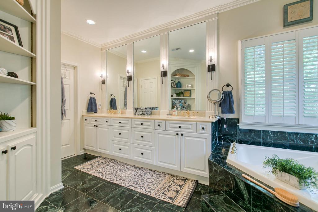 Master bath w/ duel sinks and built ins - 27 MERIDAN LN, STAFFORD