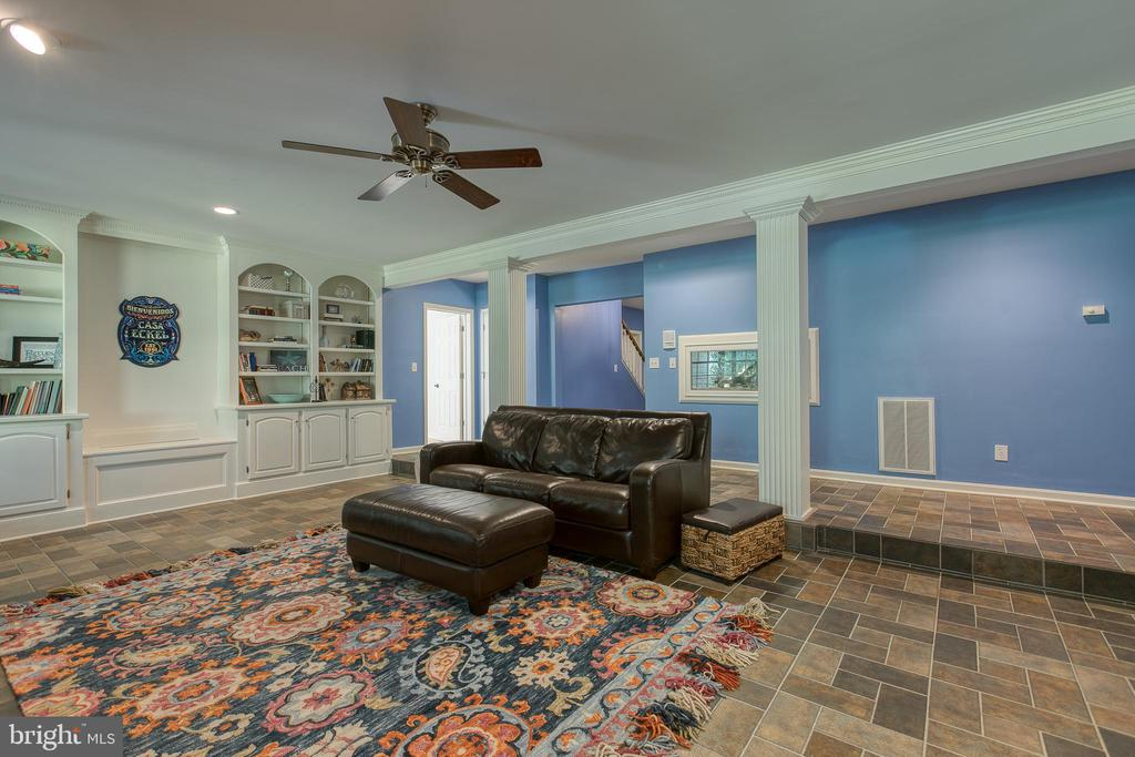 Lower level family room- built in bookcases - 27 MERIDAN LN, STAFFORD