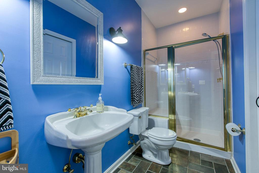 Full bath in lower level - 27 MERIDAN LN, STAFFORD