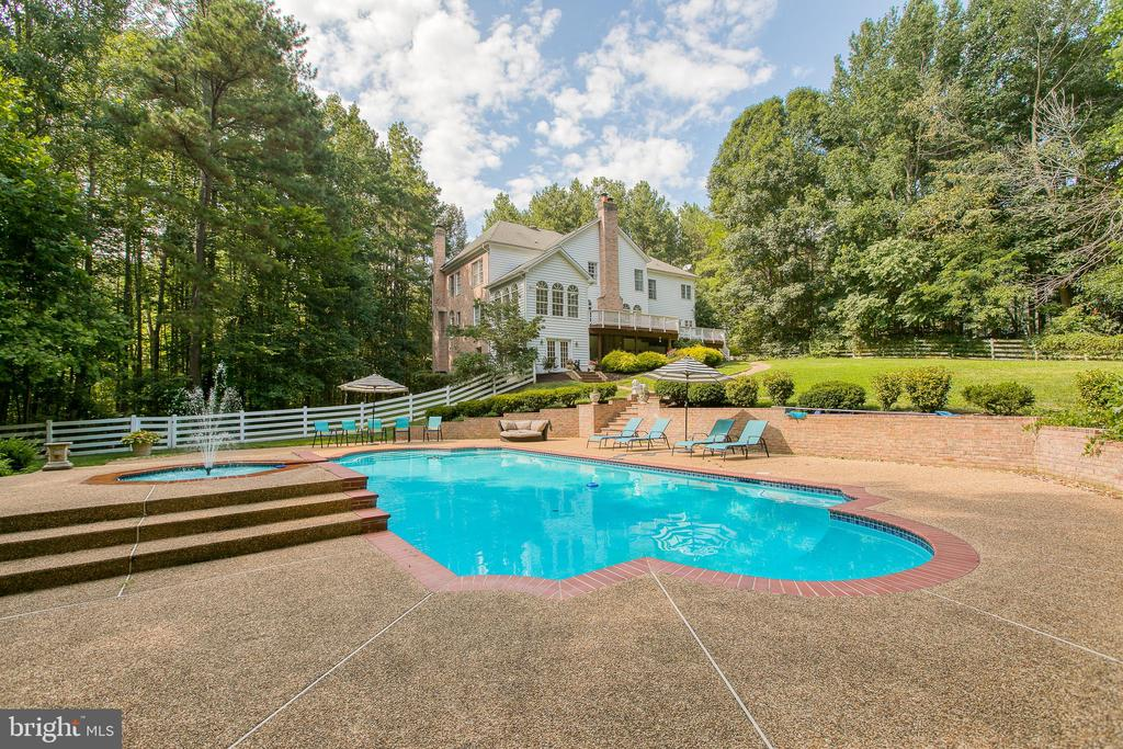 STUNNING pool/spa/waterfall/feature - 27 MERIDAN LN, STAFFORD