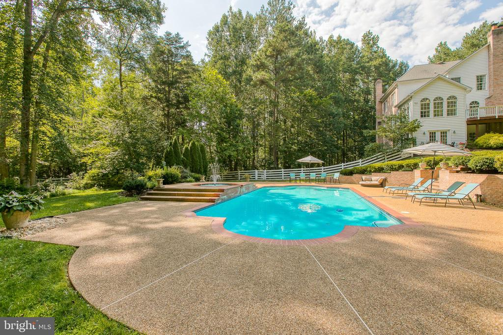Plenty of room for outdoor entertaining - 27 MERIDAN LN, STAFFORD