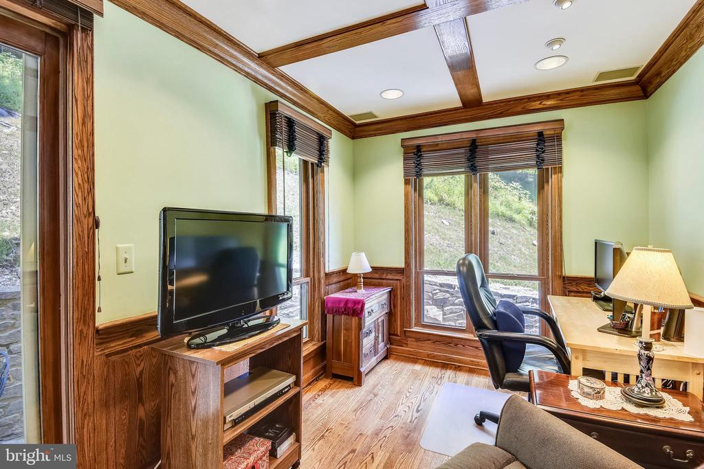 Main level bedroom / office! - 9919 MACARTHUR BLVD, BETHESDA