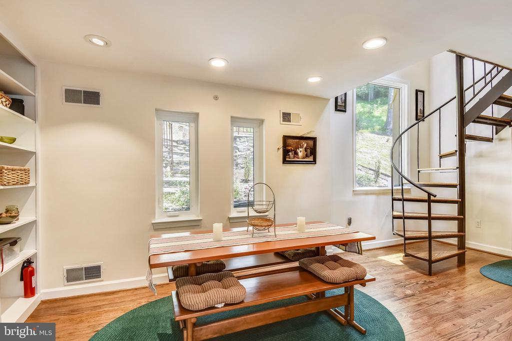Eat in kitchen with spiral stairs to upper level! - 9919 MACARTHUR BLVD, BETHESDA