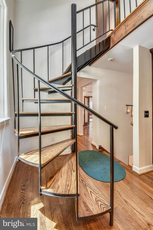 Two spiral staircases! - 9919 MACARTHUR BLVD, BETHESDA