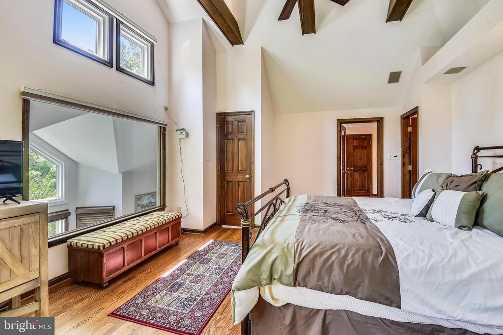 Master bedroom overlooking family room! - 9919 MACARTHUR BLVD, BETHESDA