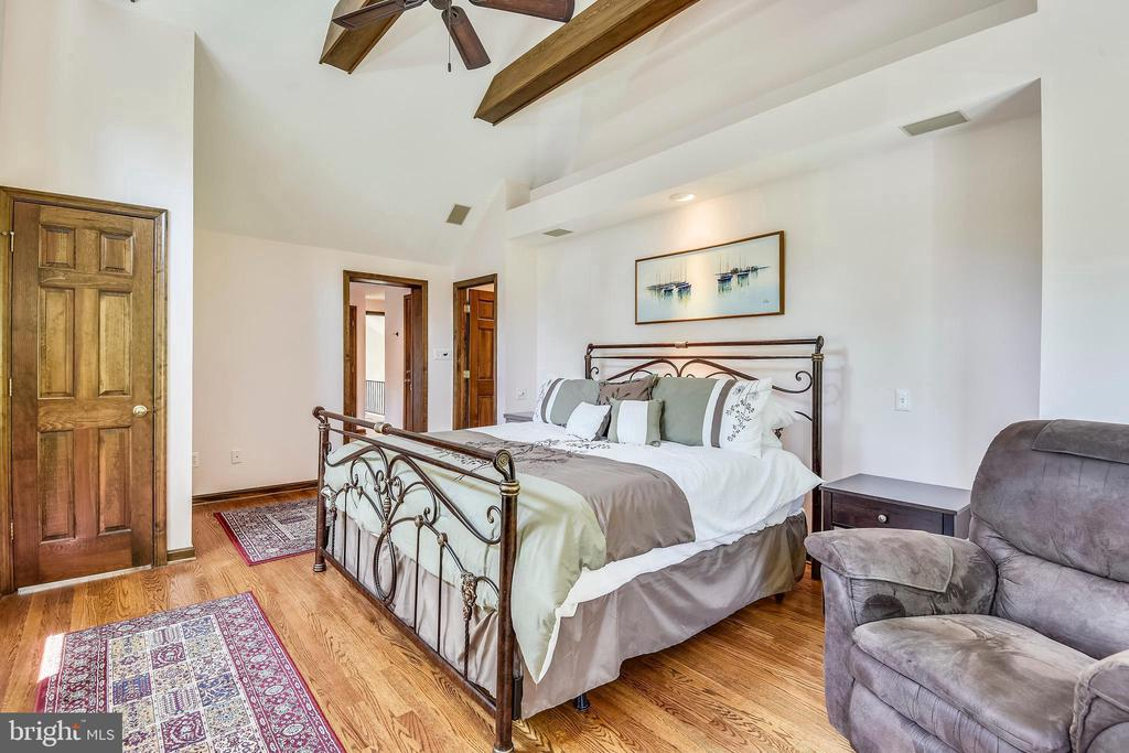 Master bedroom with vaulted ceilings! - 9919 MACARTHUR BLVD, BETHESDA