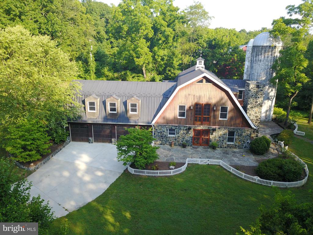Front view. Private setting. - 38699 OLD WHEATLAND RD, WATERFORD