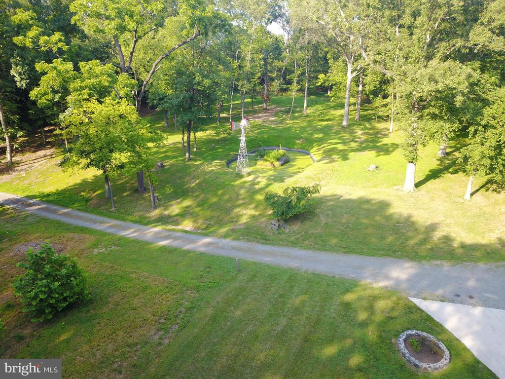 Side yard with duck pond! - 38699 OLD WHEATLAND RD, WATERFORD