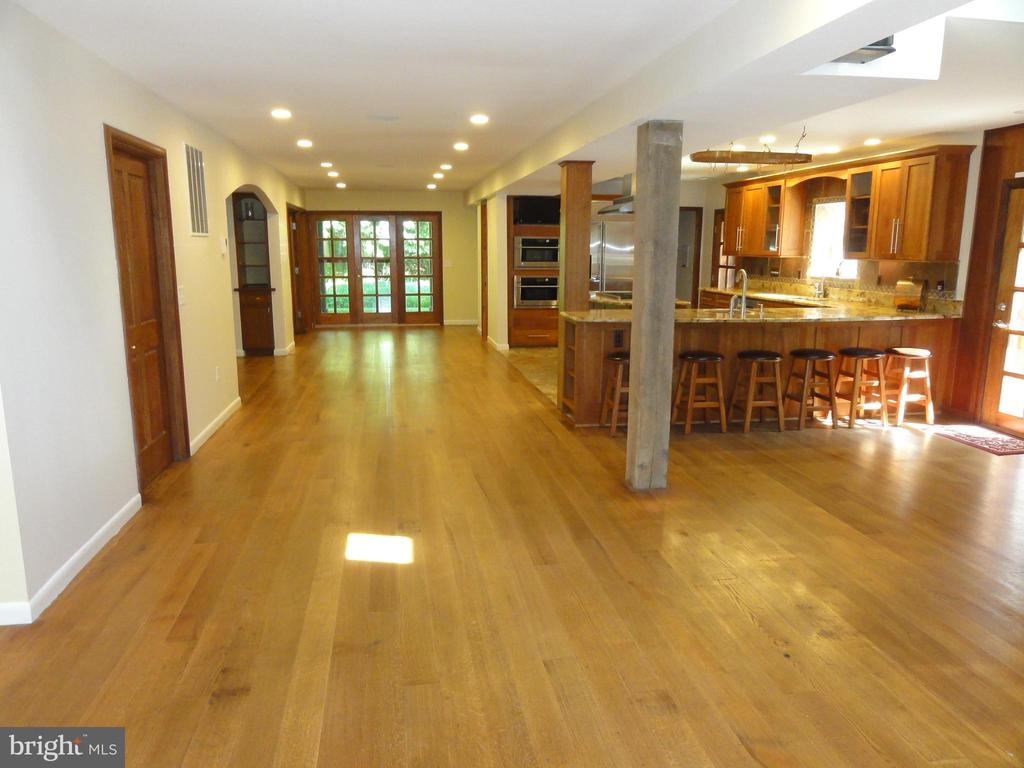Main level kitchen and family room area. - 38699 OLD WHEATLAND RD, WATERFORD