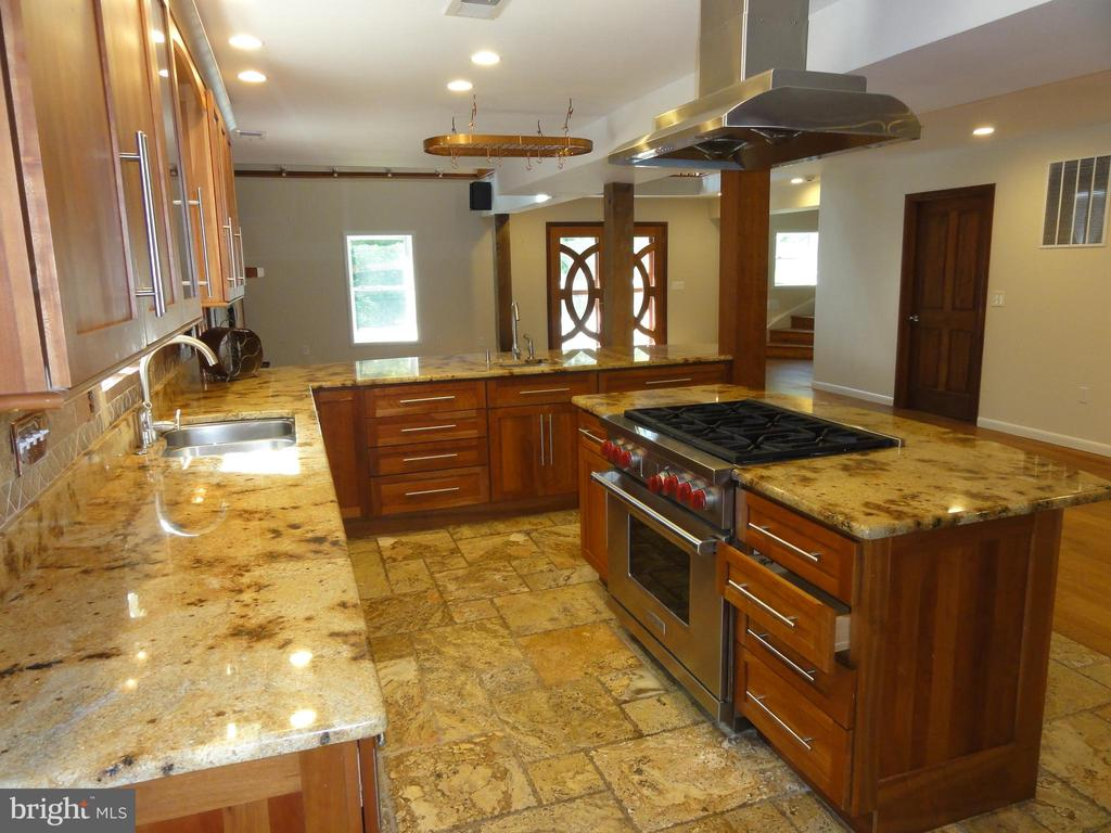 Large gourmet kitchen with granite countertops - 38699 OLD WHEATLAND RD, WATERFORD
