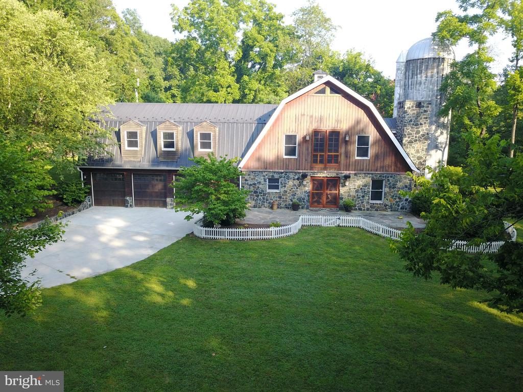 Front view. Stone and Cypress siding - 38699 OLD WHEATLAND RD, WATERFORD