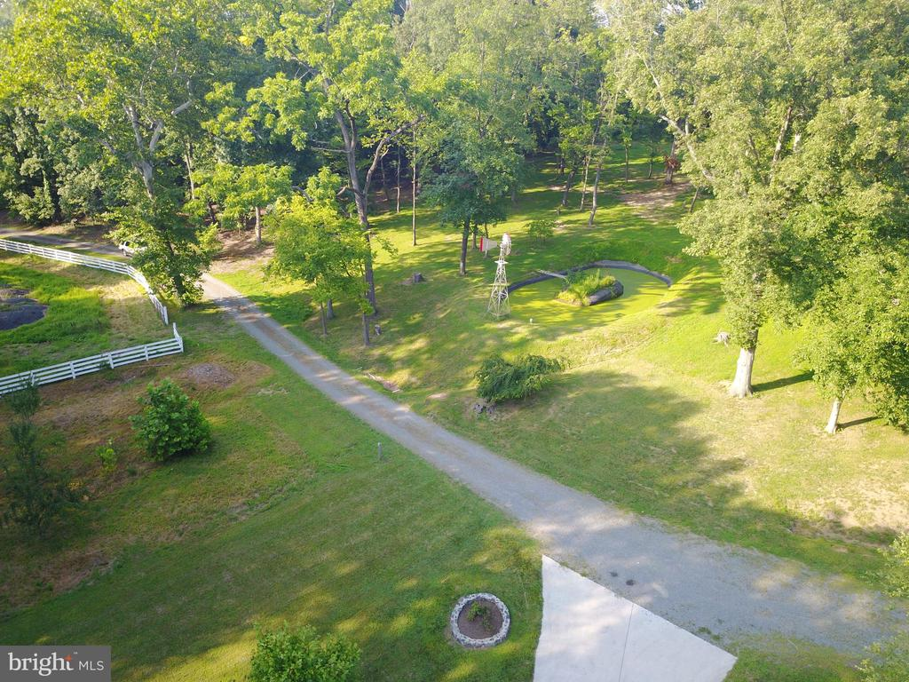 Driveway & yard. Mature trees provide great shade - 38699 OLD WHEATLAND RD, WATERFORD
