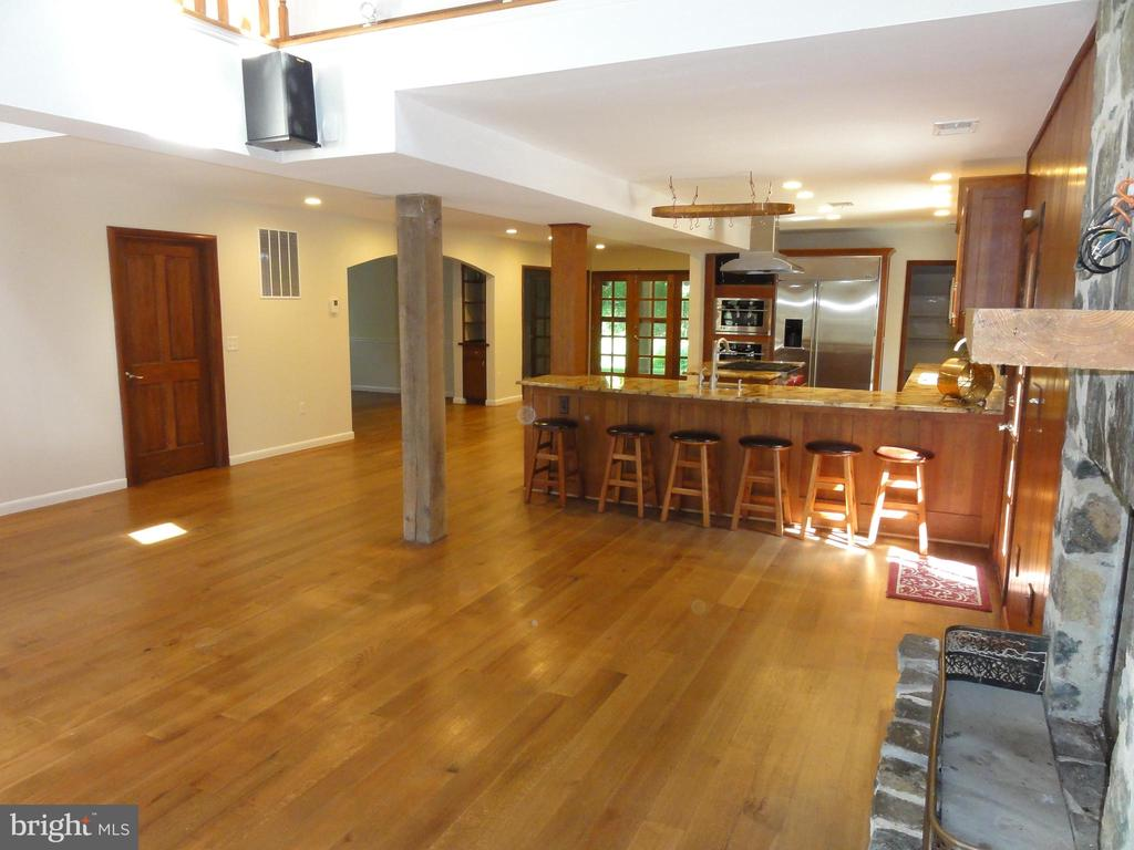 Kitchen & family room open floor plan - 38699 OLD WHEATLAND RD, WATERFORD