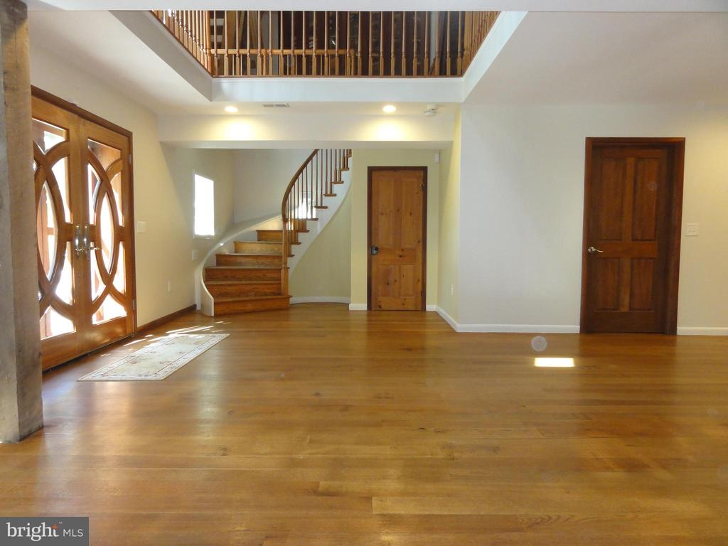 Curved staircase leading to upper level - 38699 OLD WHEATLAND RD, WATERFORD