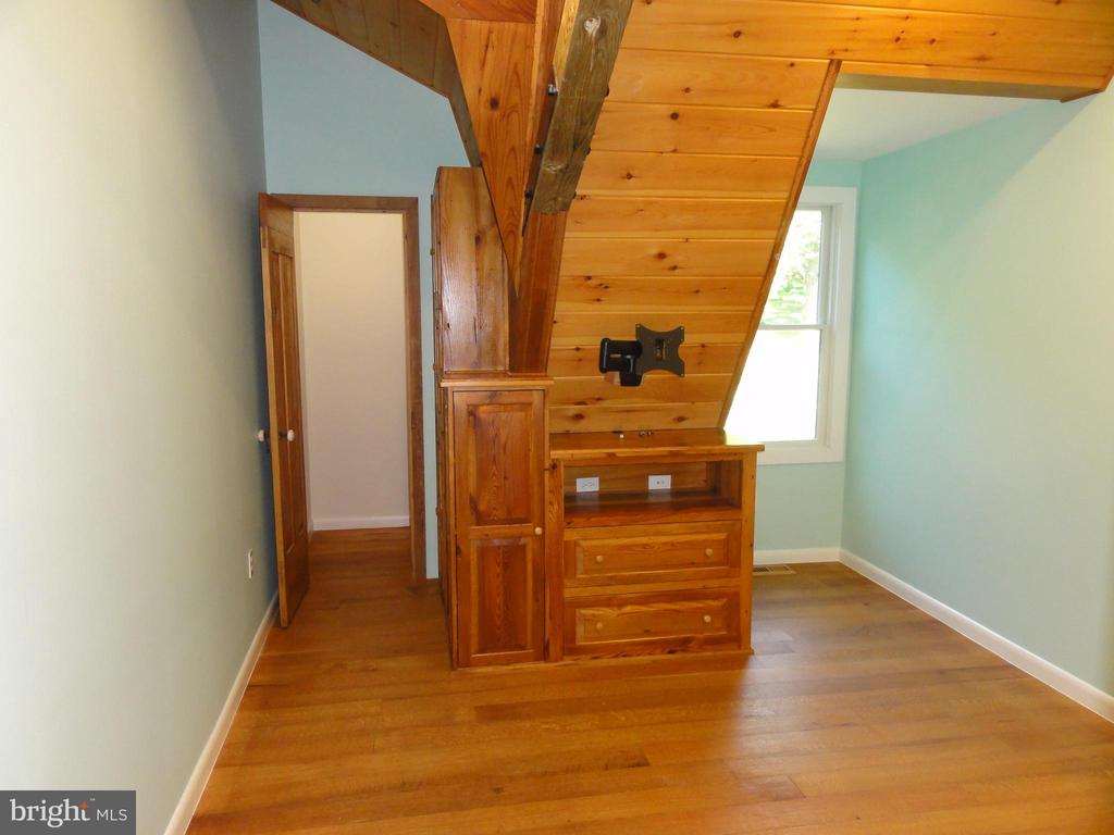 3rd bedroom with built-in dresser - 38699 OLD WHEATLAND RD, WATERFORD