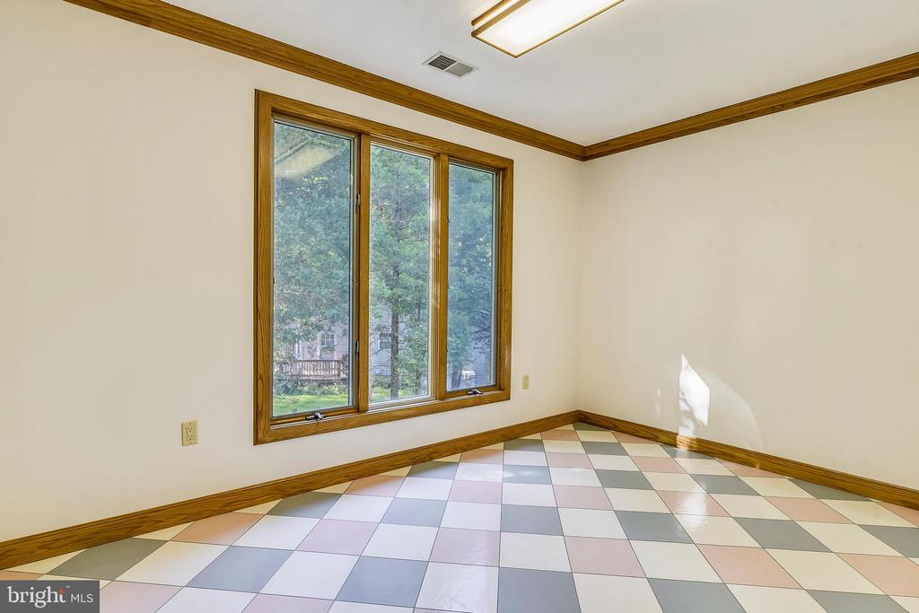 Lots of space upstairs for an office - 8907 CHRISTINE PL, MANASSAS