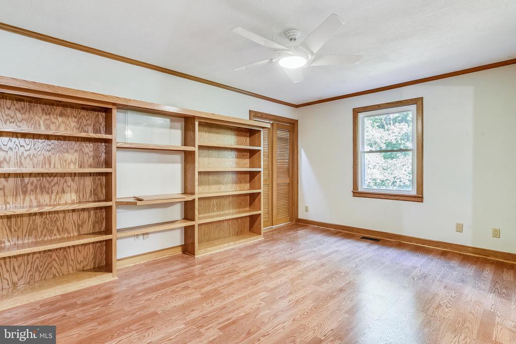 Suite has built ins and two closets - 8907 CHRISTINE PL, MANASSAS
