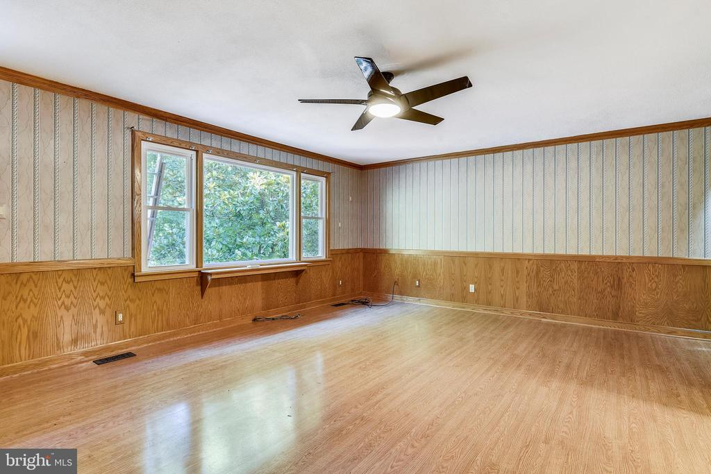 Living room with brand new windows - 8907 CHRISTINE PL, MANASSAS